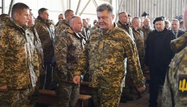 Động cơ chính sau yêu sách để Ukraine dừng thiết quân luật