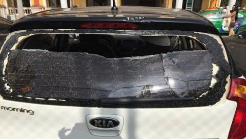 Cô gái lao xe vào CA tỉnh: Khởi tố 3 đối tượng