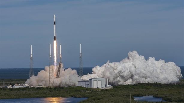 Tên lửa Falcon 9 lại