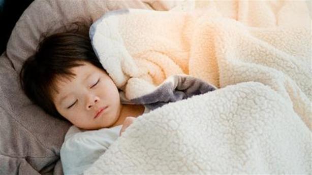 Khóc đêm ảnh hưởng đến thông minh của trẻ