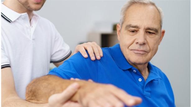 Cách hỗ trợ điều trị tai biến mạch máu não tại nhà