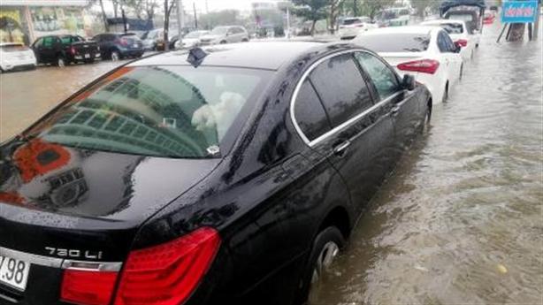 Xe sang Đà Nẵng ngập nước: Tiền sửa bằng nửa tiền xe