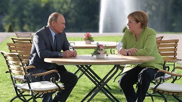 Đức: Trừng phạt Nga chỉ làm tình hình phức tạp thêm