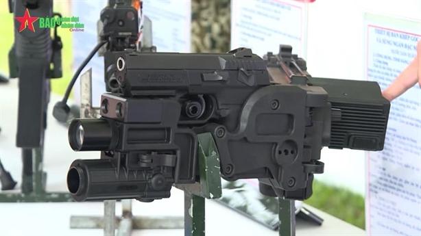 Đặc công Việt Nam được trang bị súng bắn góc Israel
