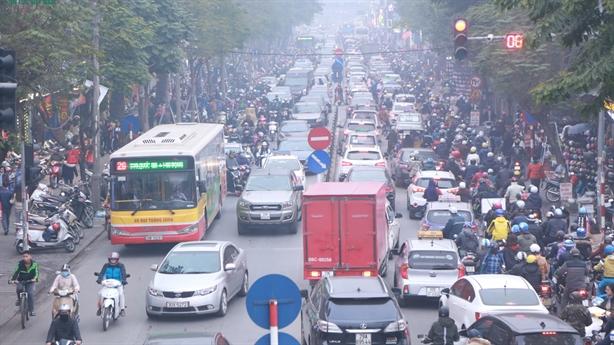 Cân nhắc thu phí khí thải: Phí có chồng phí?