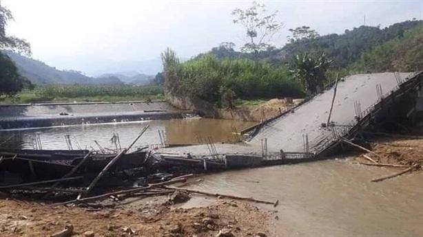 Cây cầu vừa đổ bê tông đã sập: