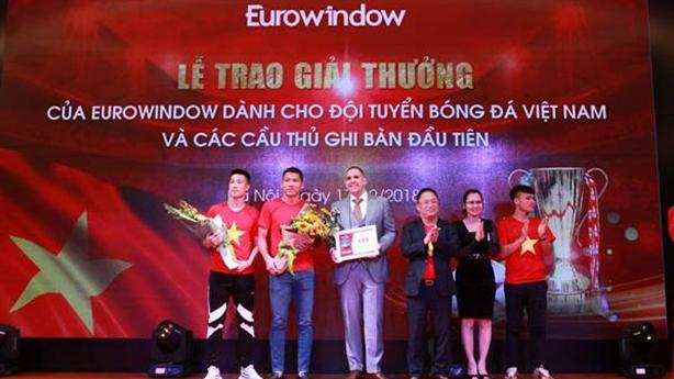 Chưa đầy 48h vô địch, Eurowindow trao thưởng cho những người hùng