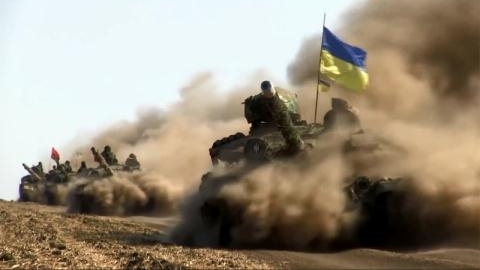 Ukraine dồn tăng mạnh ngang T-90 sát Donbass