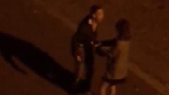 Chàng trai tát bạn gái vì nửa đêm đi cùng trai lạ