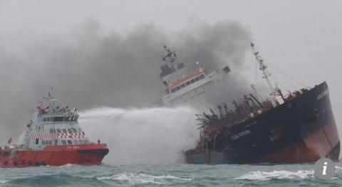 Bộ Ngoại giao lên tiếng vụ tàu chở dầu bốc cháy