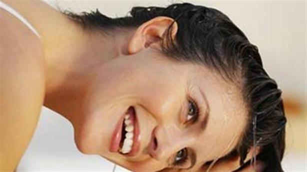 Gội đầu bằng nước muối: Sạch gầu, chống rụng tóc
