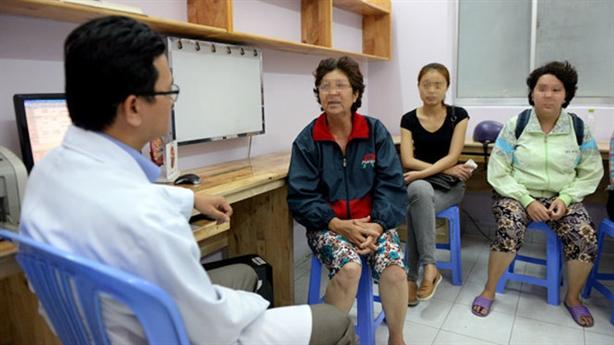Người nước ngoài đổ về Việt Nam chữa bệnh: Điều lạ là...