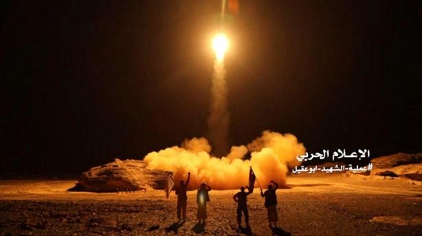 Saudi hứng mưa tên lửa đạn đạo từ phiến quân
