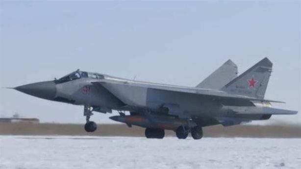 MiG-31 mang 'dao găm' Kinzhal kề sát nách NATO