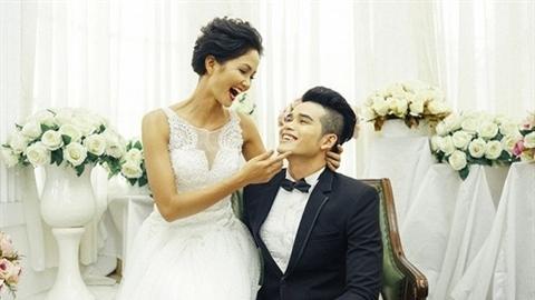 Lộ thông tin bạn trai H'Hen Niê: Đại gia giàu có?