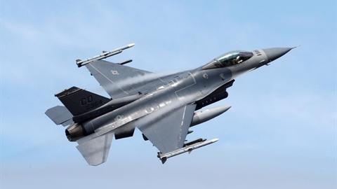 Việt Nam quan tâm T-6 Texan II để chuẩn bị cho F-16?