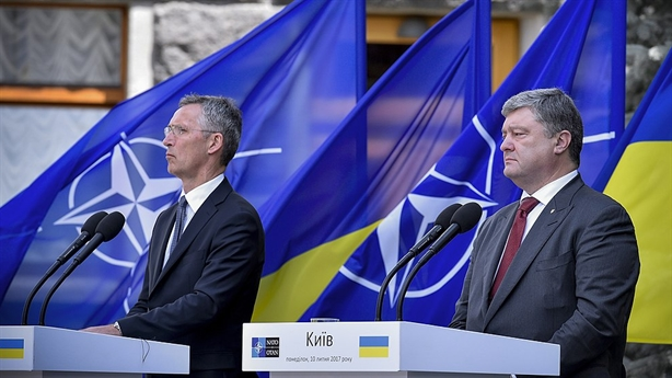 Giấc mơ vào EU, NATO: Ông Poroshenko đổi lời