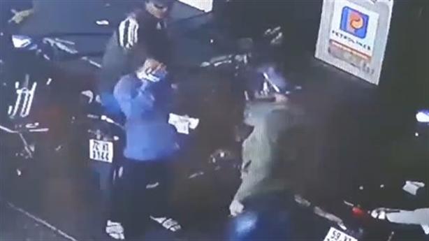 Khách đấm vỡ mũi nữ nhân viên cây xăng: Đổ xăng tràn