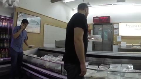 Nhà báo Mỹ đi siêu thị Venezuela: Không kệ hàng nào trống...