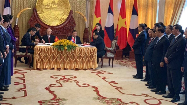 Phát triển dự án điện tại Lào để bán điện về VN