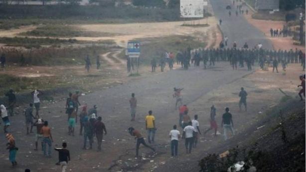 Venezuela ngăn mọi hướng hàng viện trợ Mỹ