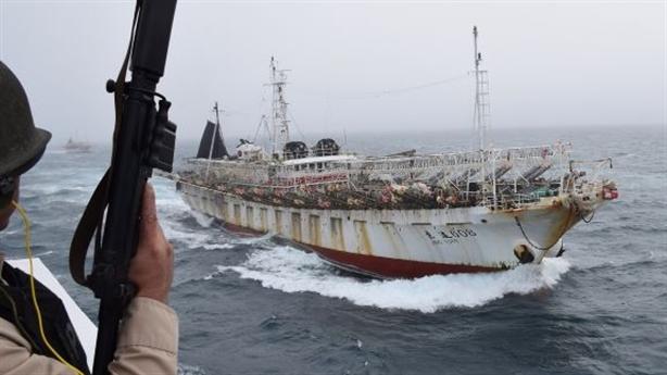 Tàu cá Trung Quốc đánh bắt trái phép, Argentina nổ súng
