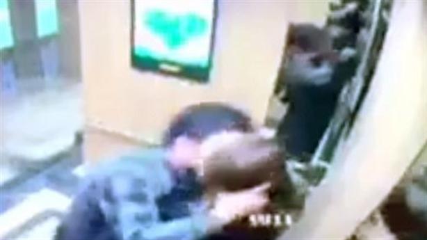 Cưỡng hôn nữ sinh trong thang máy: Không phải lần đầu?