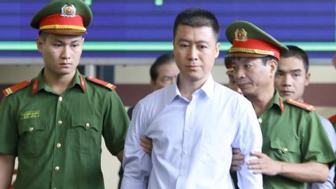 Tranh luận giảm án cho Phan Sào Nam