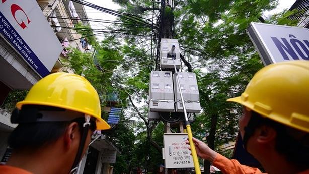Giá điện đột ngột tăng 8,36% trong tháng 3: Minh bạch chưa?