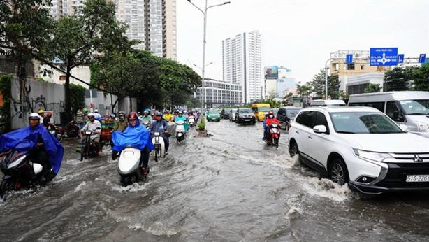Chống ngập đường Nguyễn Hữu Cảnh: Cần máy bơm, nhưng...