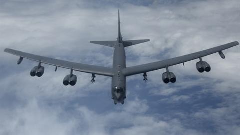 B-52 áp sát căn cứ Nga: Mỹ muốn nói gì?