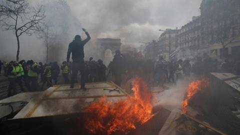 Áo vàng đã đổi màu, Pháp sắp cấm biểu tình 'côn đồ'?