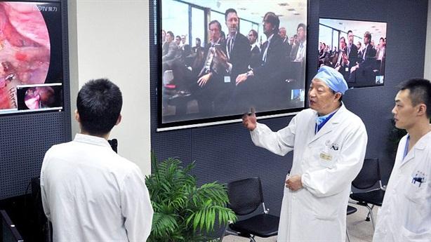 Phẫu thuật não từ xa thông qua mạng 5G ở Trung Quốc