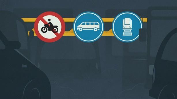 Cấm xe máy vì không 'lịch sự' bằng ô tô?