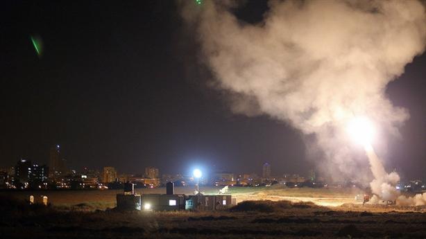 Iron Dome bắn rụng 1 đạn trong trận mưa rocket từ Gaza
