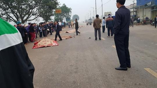Tai nạn thảm khốc xe khách tông vào đoàn đưa tang