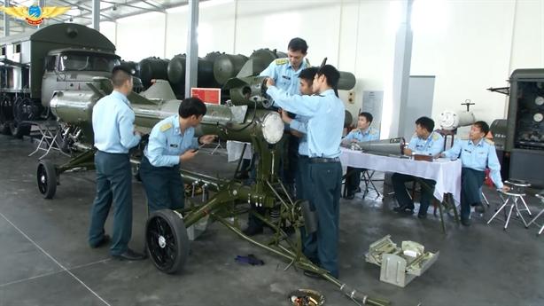 Hình ảnh Việt Nam tự nâng cấp tên lửa phòng không