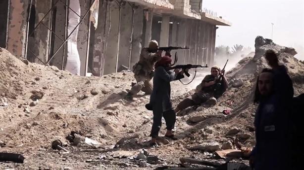 IS núp bóng Mỹ đánh du kích, SAA kêu tiếp viện