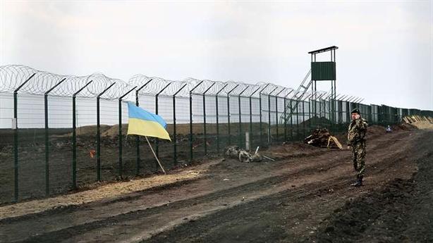 Ukraine định xây tường biên giới, Nga nói giễu