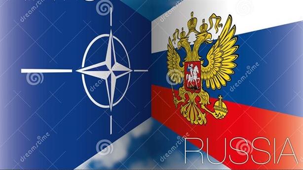 Nội bộ NATO lục đục, Moscow cười nhẹ