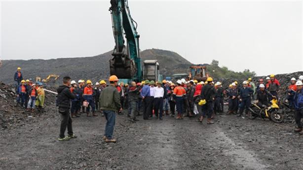 Công nhân khai thác than xô xát: Không rút súng thị uy