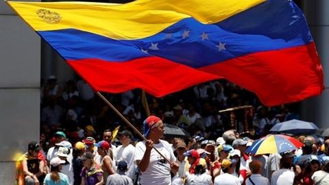 Dân biểu tình đòi điện, nước: Maduro kích hoạt 'siêu vũ khí'