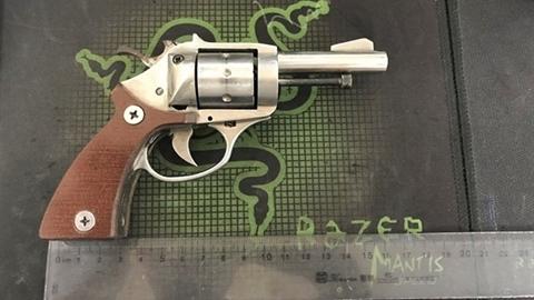 Nổ súng gần trụ sở công an: Nhặt được nên bắn thử?