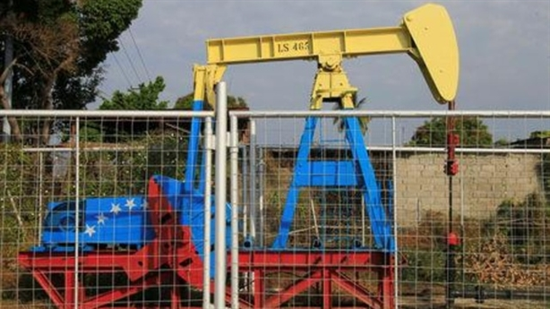 Nga bị tố mua dầu của Venezuela: Cái cớ...