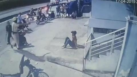 Video tố CSGT đạp người vi phạm: Đang xác minh video