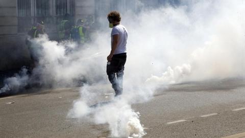 Áo vàng vẫn 'làm cách mạng': Lộ tiêu chuẩn kép của Pháp
