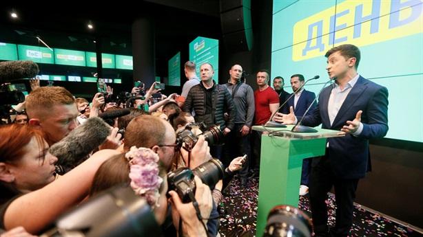 Phương Tây chúc mừng ông Zelensky, không quên công Poroshenko