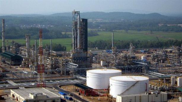 Xăng dầu nhập khẩu giảm, giá vẫn tăng: Thấp hơn thế giới!