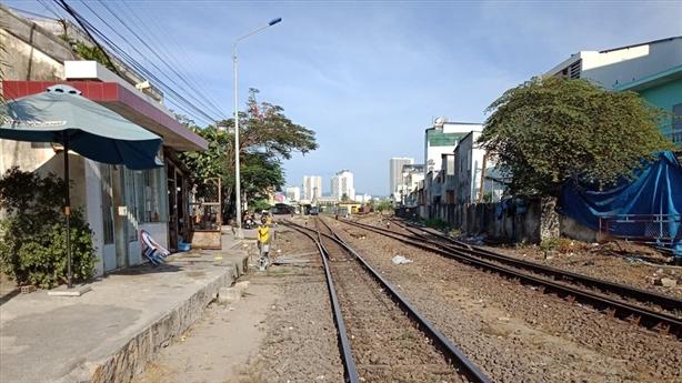 Di dời ga Nha Trang, nghi nhắm đất vàng: Thận trọng