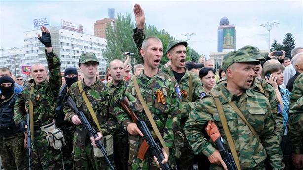 Cấp quyền công dân Nga cho Donbass: Nga có cớ hành động...